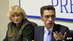 Лилия Шибанова и Александр Кынев на пресс-конференции в Независимом пресс-центре