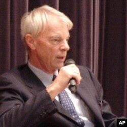 2001年諾貝爾經濟學獎得主麥克•史彭斯在港大發表演講