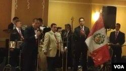 La comunidad peruana en Estados Unidos celebra el Día de la Independencia con diferentes eventos como la fiesta de gala realizada en Springfield, Virginia amenizada por la orquesta Zeniza All Star.