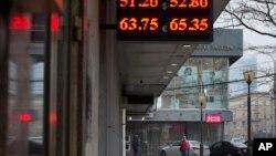 Rublja sve slabija: ruska valuta pala za 40 odsto u odnosu na američki dolar tokom 2014.