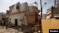 جمعرات کو کراچی میں متحدہ قومی موومنٹ کے ایک انتخابی دفتر کو بھی بم حملے کا نشانہ بنایا گیا تھا۔