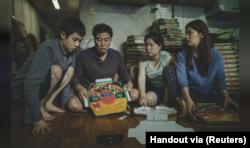 Film Korea Selatan, Parasite, meraih gelar Film Terbaik di ajang Piala Oscar tahun 2020.