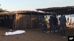 Fuerzas especiales de Costa de Marfil y de la Policía, llegaron al lugar para evacuar a los heridos, trabajadores y clientes.