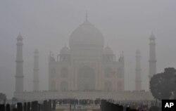 فضائی آلودگی سے تاج محل کے سنگ مرمر کو نقصان پہنچ رہا ہے۔