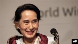 Pemimpin oposisi Burma Aung San Suu Kyi telah menawarkan diri untuk membantu proses perdamaian pemeriintah dan suku minoritas di Burma (Foto: dok).