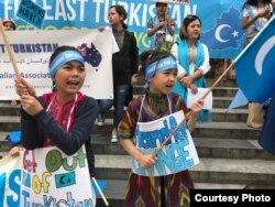 在伊斯坦布尔的维吾尔孩童参与示威活动(受访者提供)