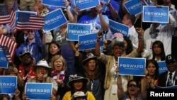 지난 2012년 9월 미국 노스캐롤라이나주 샬롯에서 열린 민주당 전당대회에서 당원들이 바락 오바마 대통령의 연설에 환호하고 있다. (자료사진)