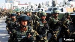 在新疆喀什,武警举行反恐誓师大会(2017年2月27日)