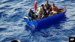 La mayor parte de los balseros hacen el viaje entre Cuba y la Florida a bordo de embarcaciones pequeñas y en mal estado.
