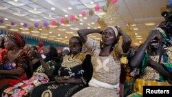 Iyayen 'yammatan Chibok suna kuka lokacin da suka gana eda shugaban Najeriya Muhammadu Buhari a Abuja, Nigeria, January 14, 2016 REUTERS/Afolabi Sotunde - RTX22DYM