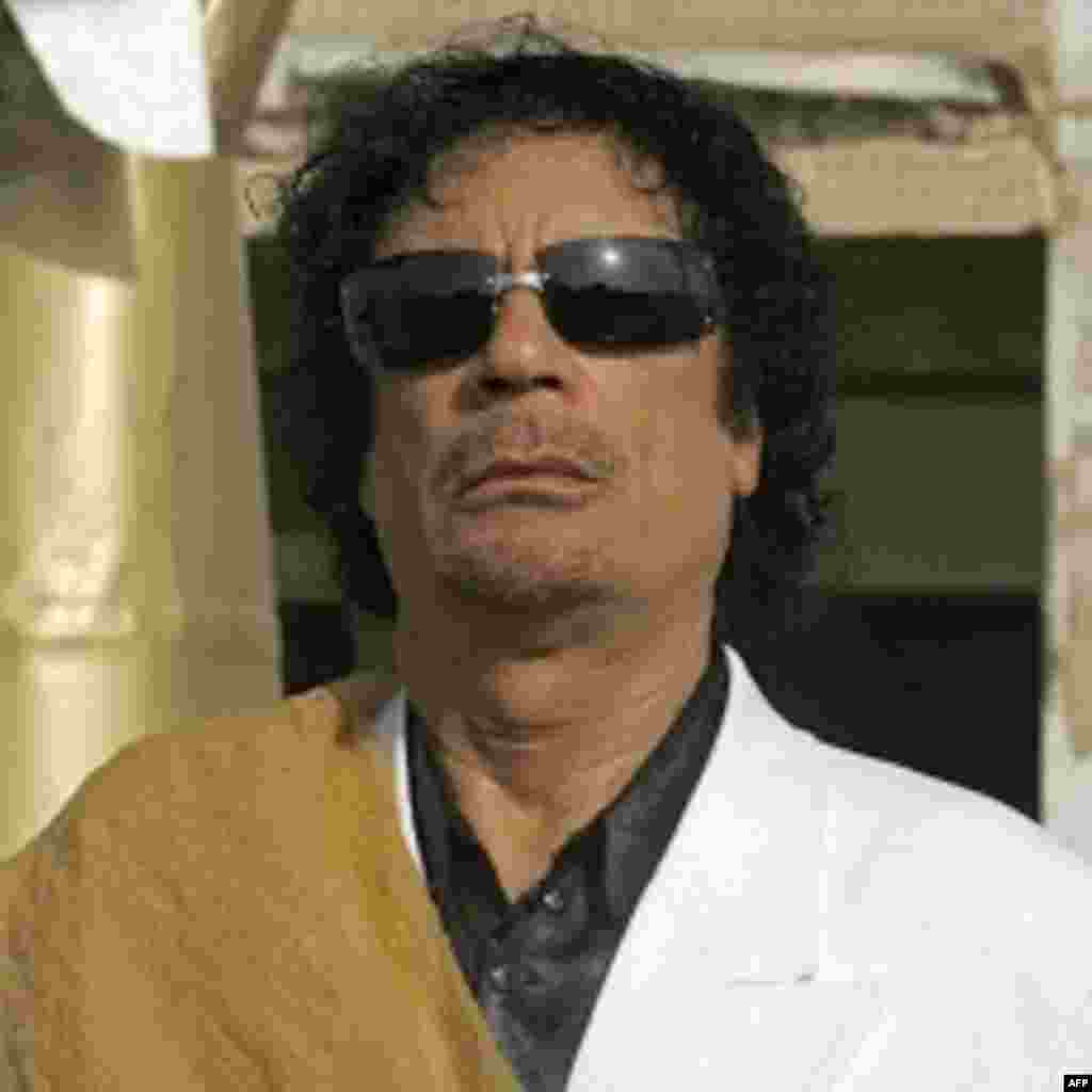 Le leader de la Jamahiriya arabe libyenne, Mouammar Kadhafi, a régné sur son pays pendant 42 avant d'en être chassé, capturé et assassiné par une rébellion née des vagues de protestations du printemps arabe le 20 octobre 2011 à Syrte.