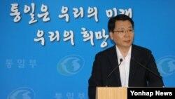 김형석 한국 통일부 대변인이 19일 정부서울청사에서 정례브리핑을 하고 있다.