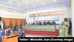 Séance de restitution des experts de l'Organisation internationale de la Francophonie (OIF) du rapport de l'audit du fichier électoral à Kinshasa, RDC, 26 mai 2018. (Twitter/ Michaëlle Jean)