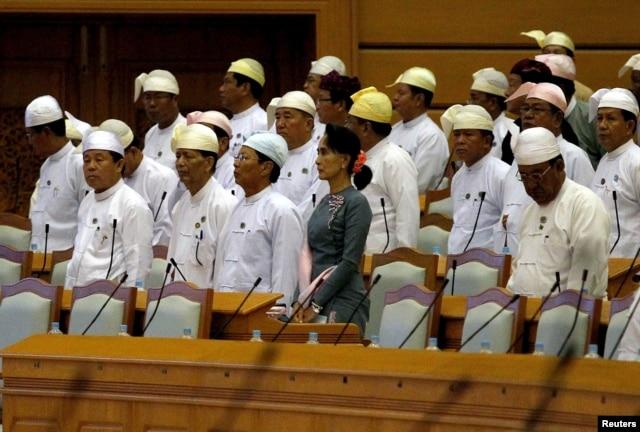 Cuộc họp đầu tiên của Quốc hội Myanmar sau ngày tổng tuyển cử 8/11/2015.