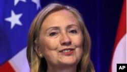 លោកស្រីរដ្ឋមន្រ្តីក្រសួងការបរទេសសហរដ្ឋអាមេរិក ហីលឡារី គ្លីនតុន (Hillary Clinton)