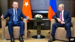 FILE - Turkish President Recep Tayyip Erdogan (L) speaks to Russian President Vladimir Putin, during their meeting in the Bocharov Ruchei residence in the Black Sea resort of Sochi in Sochi, Russia, Sept. 17, 2018.