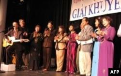 Một số thành viên trong Ban Tổ Chức Giải Khuyến Học 2011