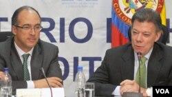 El ministro de Economía de Colombia, Juan Carlos Echeverry, recibió la visita del presidente Santos donde hablaron sobre la visita a Estados Unidos.