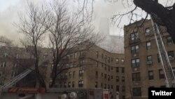 El fuego estalló en los pisos superiores de un edificio residencial de seis pisos en Washington Heights. Foto: FDNY. Enero 8, 2017