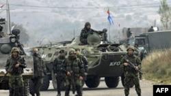 Pripadnici KFOR-a na prelazima na severu Kosova