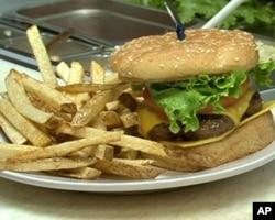 侧线烧烤酒吧的汉堡