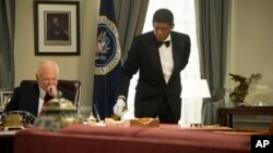 "Robin Williams as Dwight Eisenhower, left, and Forest Whitaker as Cecil Gaines in a scene from ""Lee Daniels' The Butler,"" undated film image released by The Weinstein Company."