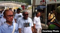 天主教香港教區榮休主教陳日君樞機參加毅行爭普選活動(網絡圖片)