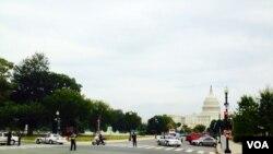 10月3日枪击事件发生后警察封锁了国会大厦