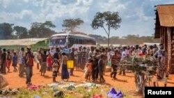 Wakimbizi wa Burundi wanaokimbia ghasia za kisiasa nchini mwao na kwenda nchi jirani.