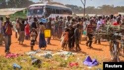 Impunzi z'Abarundi zahunze imvururu zishiniye kuri poritike zishika mu kambi ya Nyarugusu, mu burengero bwa Tanzaniya. Kw'itariki 28/05/2015.
