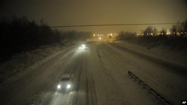 Indiana và Ohio có thể gặp tuyết dày từ 15 đến 25 centimet đi kèm với gió lớn, vì thế lái xe rất nguy hiểm.