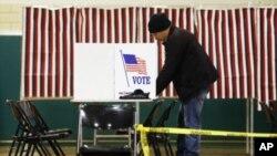 باشندگان منطقۀ دیکسویل ناچ در ایالت نیوهمشایر، نخستین افرادی بودند که نیمه شب گذشته، در انتخابات مقدماتی آن ایالت، رأی دادند