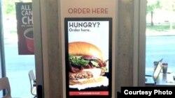 Restoran cepat saji seperti Wendy's kini mendirikan kios-kios elektronik swalayan untuk mengambil pesanan restoran (foto: ilustrasi).