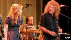 Robert Plant, pas karrierës me Led Zeppelin, para publikut me CD të re