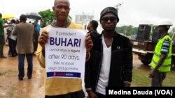Des manifestants réunis à Abuja, Nigeria, le 7 août 2017. (VOA/ Medina Dauda)