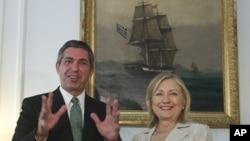 克林顿国务卿与希腊外长兰姆布里尼迪斯周日在雅典