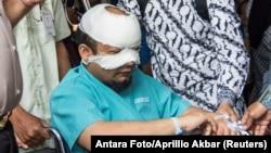 Penyidik senior Komisi Pemberantasan Korupsi (KPK) Novel Baswedan saat menjalani perawatan di rumah sakit khusus mata di Jakarta, 11 April 2017 (foto: dok).