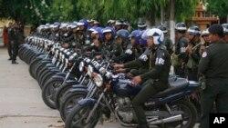 Cảnh sát chuẩn bị sẵn sàng tại Stung Meanchey nơi Thủ tướng Hun Sen xuất hiện lần đầu tiên sau cuộc bầu cử