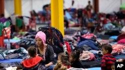 La hondureña Delia Romero y sus hijos aguardan en un refugio en la ciudad de Piedras Negras, México, el martes 5 de febrero de 2019.