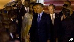Барак Обама. Аэропорт Дакара Сенегал. 26 июня 2013г.