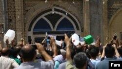 تجمع مردم خرمشهر در اعتراض به قطع آب و شوری آب آشامیدنی