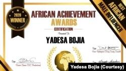 Sertefikeetii beekkamtii artiist Yaaddessaa Boojia dhaabbata Afrikaan Achiivimant Awaard irraa argate