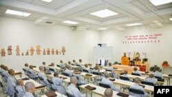 Một lớp dạy tu tập tại chùa Hsi Lai ở thành phố Los Angeles, bang California