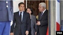 El presidente francés Nicolas Sarkozy en un encuentro con el líder palestino Mahmoud Abbas en abril.