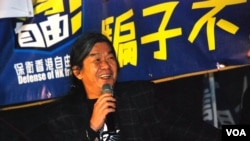 社民連立法會議員梁國雄表示,泛民主派應該及早團結,啟動彈劾程序