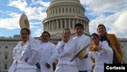 Grupo de danza peruana conocida como Marinera norteña de visita en EE.UU. demostrando su talento. [Foto: Cortesía. ENEA].
