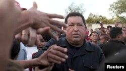 El presidente Hugo Chávez quiere que los trabajadores acepten el pago de la deuda laboral que el gobierno tiene con ellos, por medio de petrobonos.