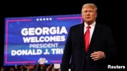ប្រធានាធិបតីសហរដ្ឋអាមេរិកលោក Donald Trump ចូលរួមក្នុងកម្មវិធីឃោសនាបោះឆ្នោតមួយសម្រាប់សមាជិកគណបក្សសាធារណរដ្ឋពីរនាក់ នៅក្រុង Valdosta រដ្ឋ Georgia ថ្ងៃទី៥ ខែធ្នូ ឆ្នាំ២០២០។