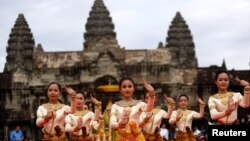 FILE PHOTO- Dancers perform during a ceremony at the Angkor Wat temple to pray for peace and stability in Cambodia, in Siem Reap province, Cambodia December 2, 2017. (REUTERS/Samrang Pring)