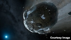 Un artista creó una imagen de lo que sería el fragmento de asteroide rico en agua orbitando en la enana blanca GD 61.